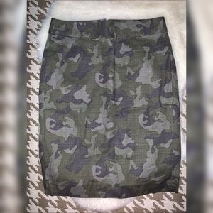 Banana Republic Camouflage Skirt size 4